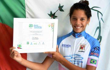 Ciclista de Anchieta recebe certificado do Ministério do Esporte