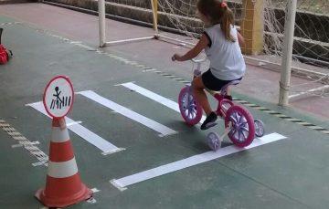 Brincadeira de criança vira conscientização para o trânsito