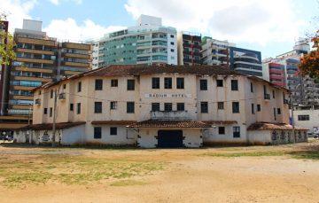 Radium Hotel vai receber pintura com cal na fachada externa