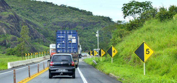 Sindirochas faz campanha de conscientização para caminhoneiros em estradas capixabas
