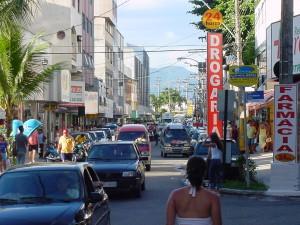 Avenida Roberto Calmon é uma das que estarão com lojas abertas. Foto de arquivo.