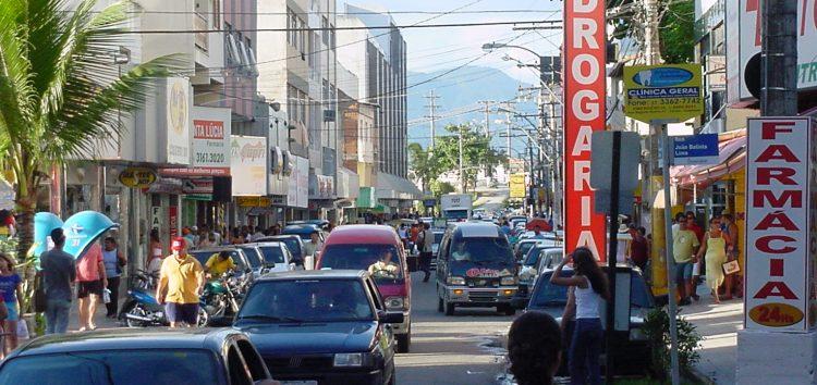 Principais ruas comerciais vão funcionar neste domingo (18)