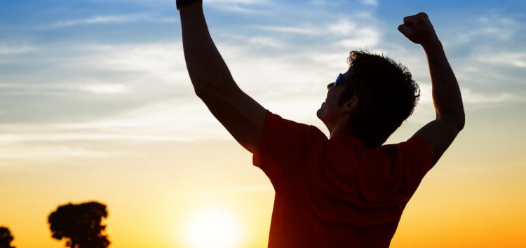 A Deus, os milagres, a nós, as lutas
