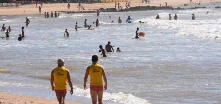 Treze resgates em apenas um dia na Praia de Castelhanos