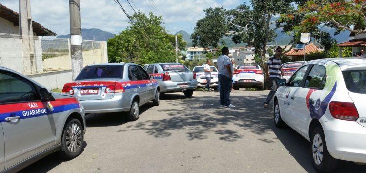 Taxistas de Guarapari promovem manifestação pelas ruas da cidade