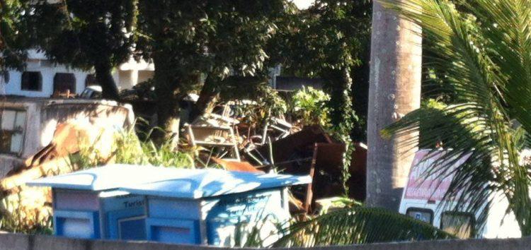 Leitor flagra lixo entulhado da Prefeitura no bairro São José