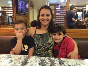Alessandra Soares com filhos
