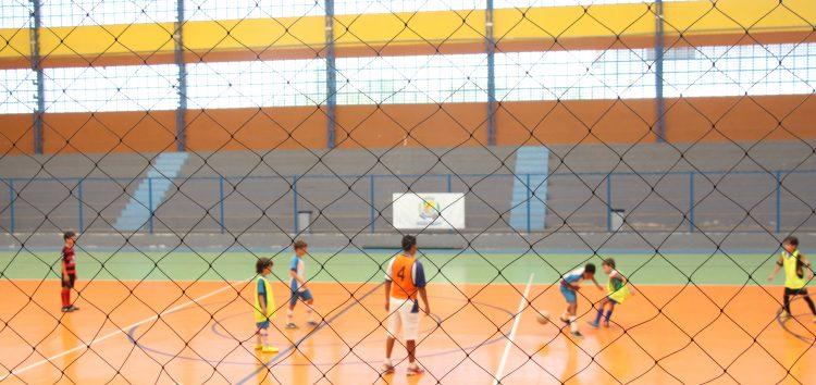Escolinha do Zico: até craque precisa driblar dificuldades em Guarapari
