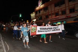 Protesto passa pelas ruas de Muquiçaba. Foto: Hamilton Garcia.
