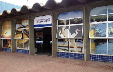 Fabrício encontra Prefeitura de Anchieta com telefones cortados e carros sem combustível