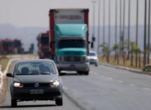 Mudança no Código de Trânsito: Farol deve ficar ligado durante o dia nas rodovias.