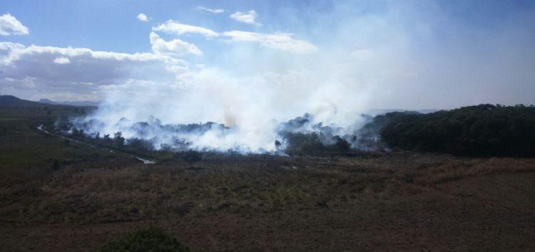 Incêndio na APA de Setiba deve continuar pelos próximos dias…