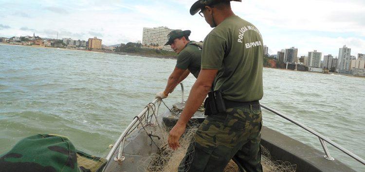 Polícia Ambiental apreende 2 mil metros de redes de pesca em Guarapari