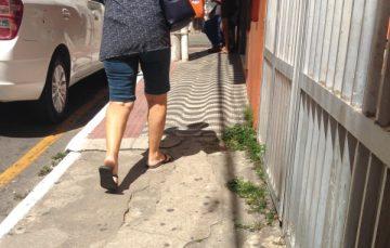 Calçadas: um problema no meio do caminho