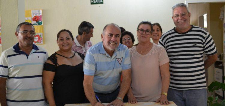 Prefeitura de Alfredo Chaves firma convênio com a Casa Lar