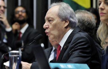 Aprovado impeachment de Dilma