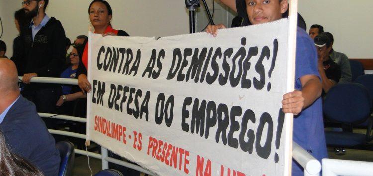 Nova manifestação de ex-funcionários do rotativo é realizada durante sessão da Câmara