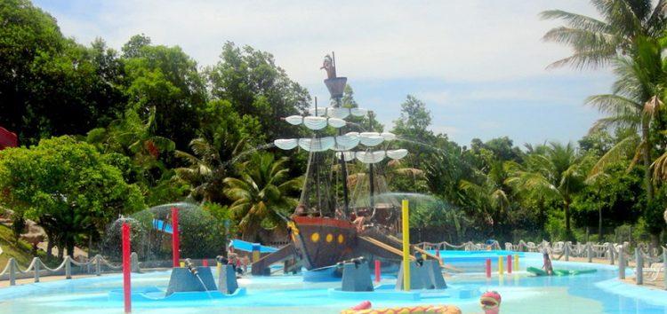 Crianças carentes ganham dia de diversão em parque aquático de Guarapari