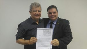 O prefeito Orly Gomes e o Diretor Geral do Detran, Romeu Scheibe Neto assinaram o convênio.