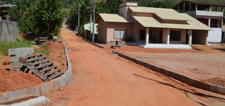 Começam os serviços de pavimentação em Caco de Pote