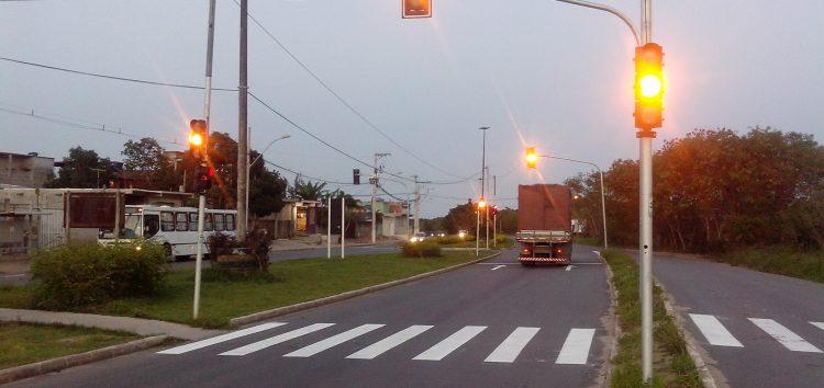Semáforos de Setiba e Santa Mônica começam a funcionar