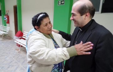 Padre Joãozinho faz show e visita asilo em Guarapari