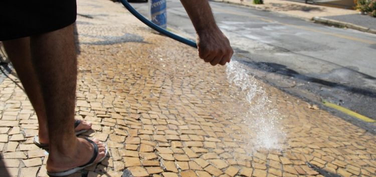 Guarapari tem uma das multas mais caras para quem desperdiça água