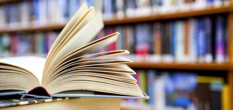 Feira de troca de livros começou hoje (01) em faculdade de Guarapari