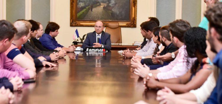 Vereadora eleita de Guarapari participa de reunião com governador e outros jovens políticos