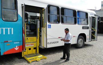 Novos ônibus acessíveis e com câmeras começam a circular a partir da próxima terça