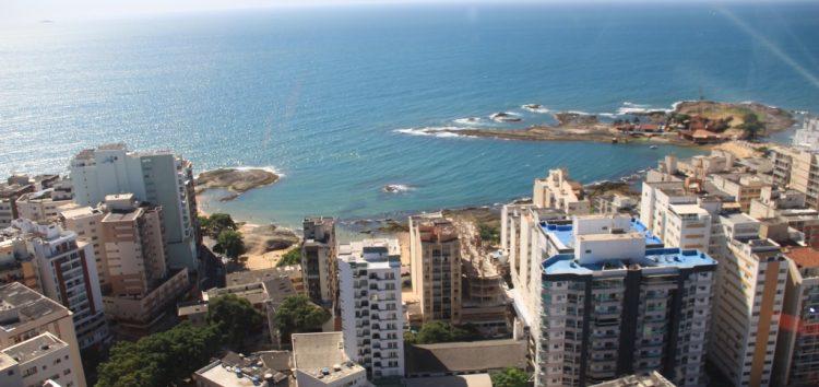 Voo panorâmico de helicóptero é novidade no verão de Guarapari