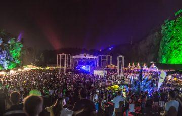 Moradores e turistas de Guarapari ganham desconto em shows na Pedreira