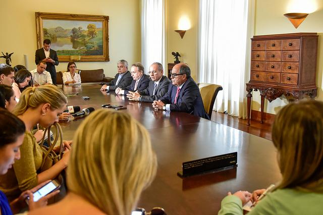 Coletiva no Palácio Anchieta abordou a possível volta da Samarco e a ampliação da ferrovia Vitória Minas até o Sul do ES. Foto: Governo do ES