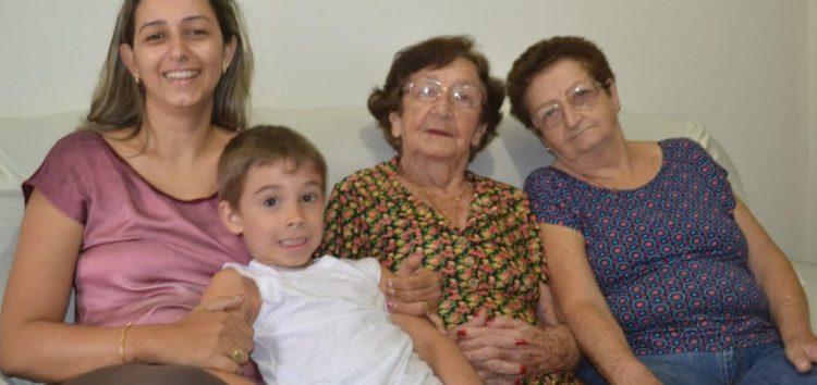 Tradição: Família de Alfredo Chaves comemora o dia de Santa Luzia