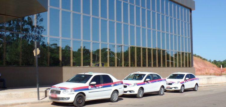 Problema antigo: moradores e turistas reclamam de taxistas de Guarapari