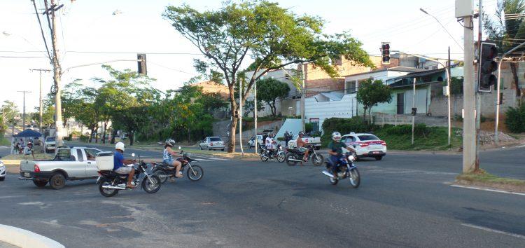 Semáforo apagado coloca pedestres e motoristas em risco em Guarapari