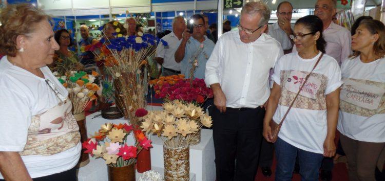 Vice-governador visita feira de artesanato em Guarapari