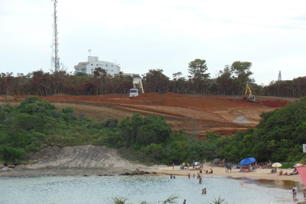 As obras avançam no Morro da Bacutia onde será construído um condomínio. Foto: João Thomazelli/Folha da Cidade