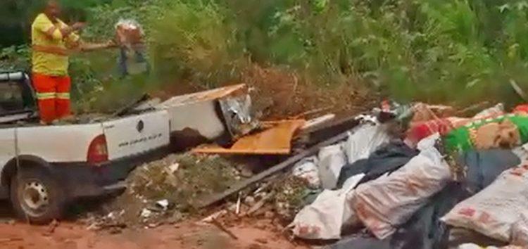 Codeg joga lixo em terreno baldio em Guarapari
