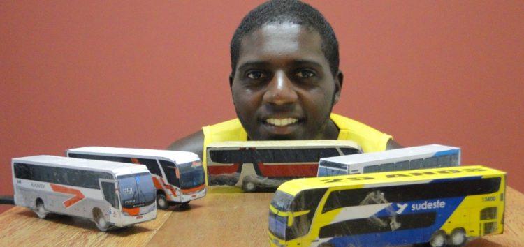 Para ele, ônibus são muito mais que meios de transporte