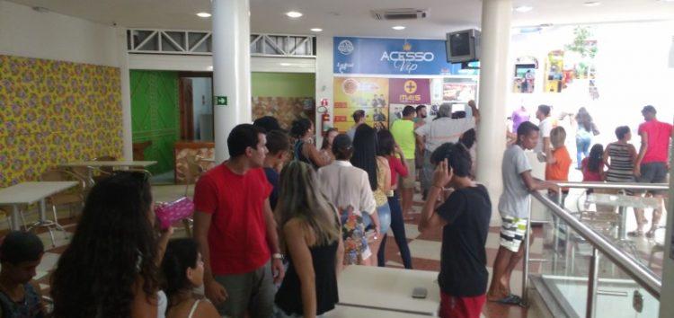 Fila e confusão no primeiro dia de venda dos ingressos com desconto para shows da Pedreira