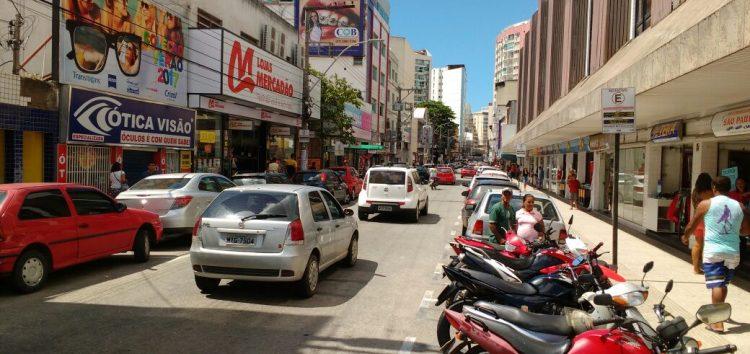 Escolas e comércio reabrem e ônibus voltam a circular nesta segunda em Guarapari