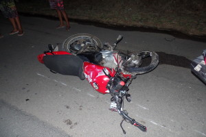 A moto era do pai do adolescente e ficou destruída. Foto: João Thomazelli/Folha da Cidade