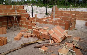 """Moradores denunciam """"ação truculenta"""" de fiscais em bairro de Guarapari"""
