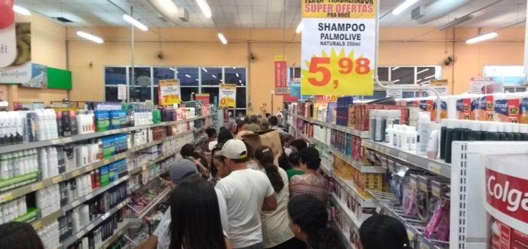Rede de supermercados faz promoção e espanta a crise das suas lojas