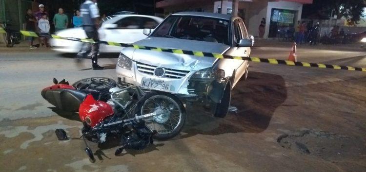 Motociclista bate em carro e morre em Guarapari