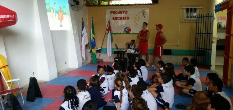 Métodos sobre prevenção de afogamento são levados para escolas de Anchieta
