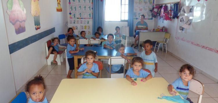"""Bazar ajuda Creche Alegria a se manter e instituição convoca mais """"guerreiros"""" em Guarapari"""