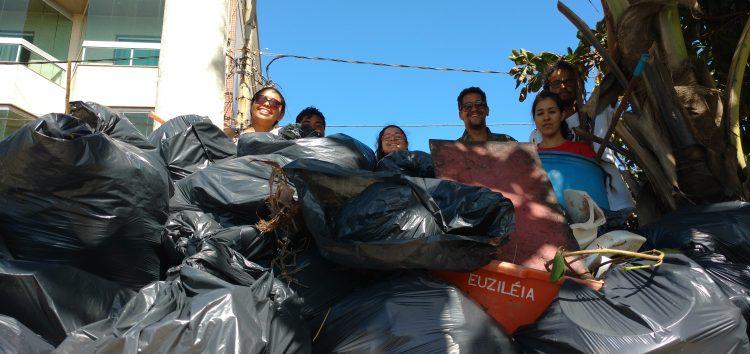 80 sacos de lixo recolhidos em mutirão de limpeza na praia de Guaibura