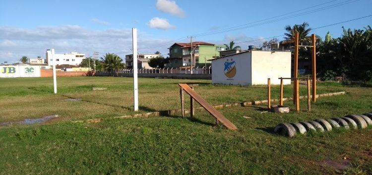 Moradores se unem para transformar terreno baldio em área de lazer em Guarapari
